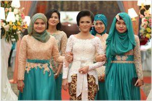 Baju seragam simple untuk resepsi pernikahan