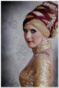 Cara memakai jilbab pengantin muslimah modern