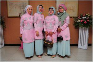 Model baju seragam untuk resepsi pernikahan