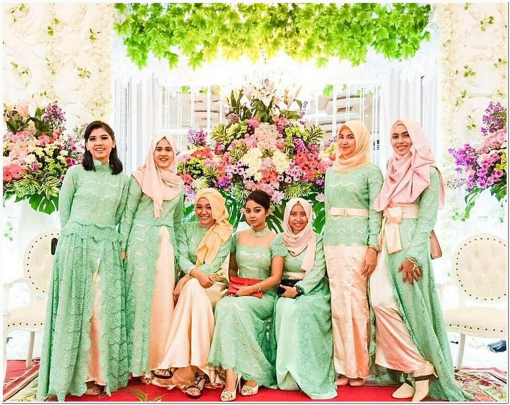 Model seragam resepsi pernikahan warna cerah