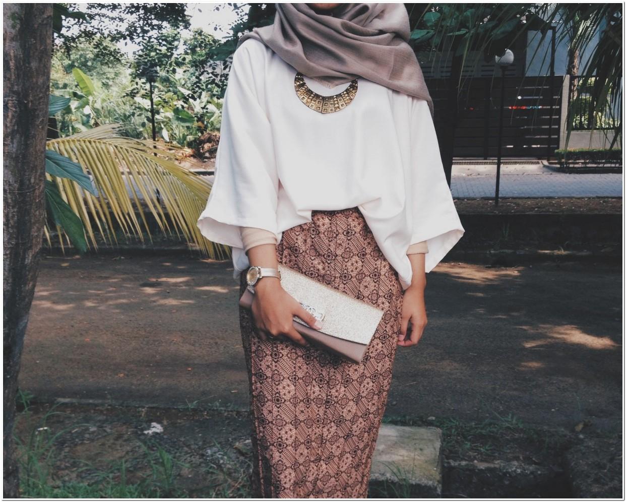 Style kondangan ala hijabers dompet