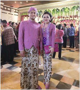 Model baju batik keren untuk acara resepsi pernikahan