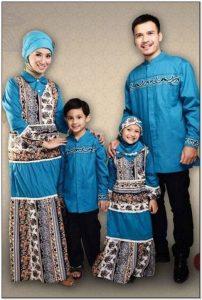 Model baju keluarga untuk lebaran warna biru