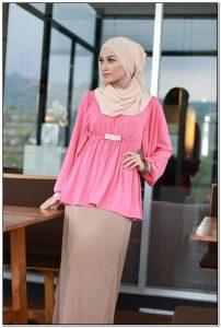 Model baju kerja formal wanita berjilbab warna pink