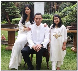 Model baju lebaran artis indonesia Annisa Pohan