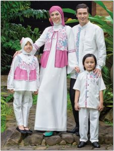 Contoh seragam keluarga Warna Pink