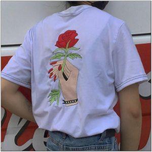 Bordir bunga mawar pada kaos
