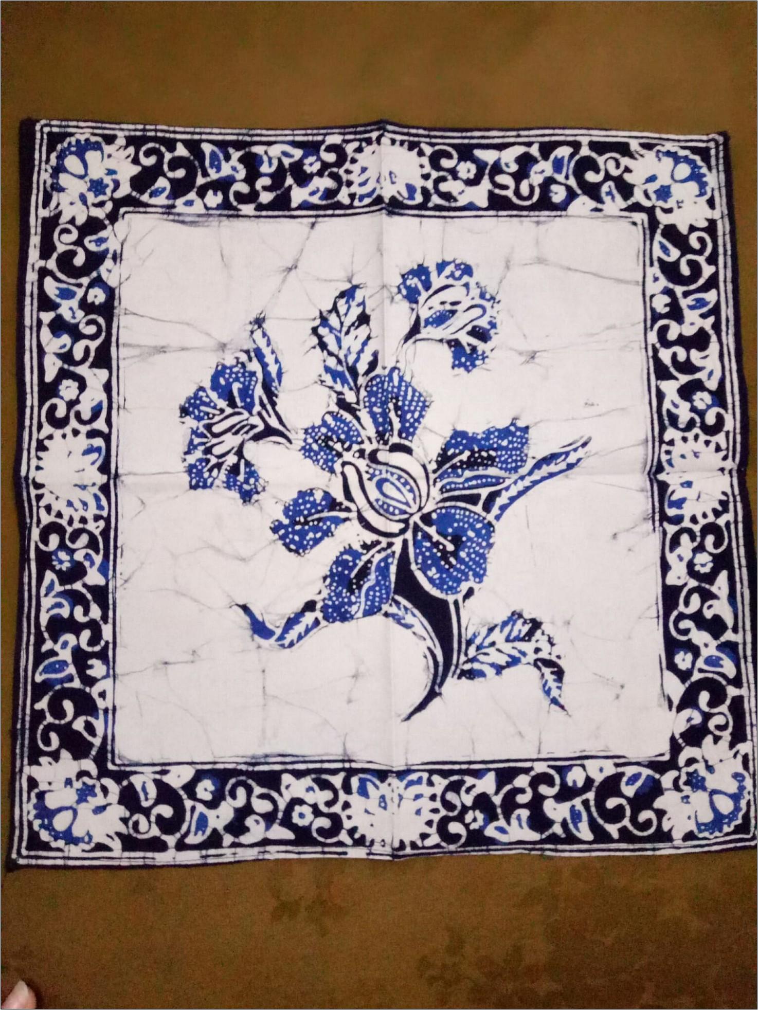 Motif batik taplak meja bunga